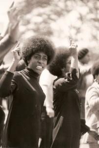 04-Oakland-Alameida-county-Court-house-Etats-Unis-manifestation-pour-la-liberation-de-Huey.P